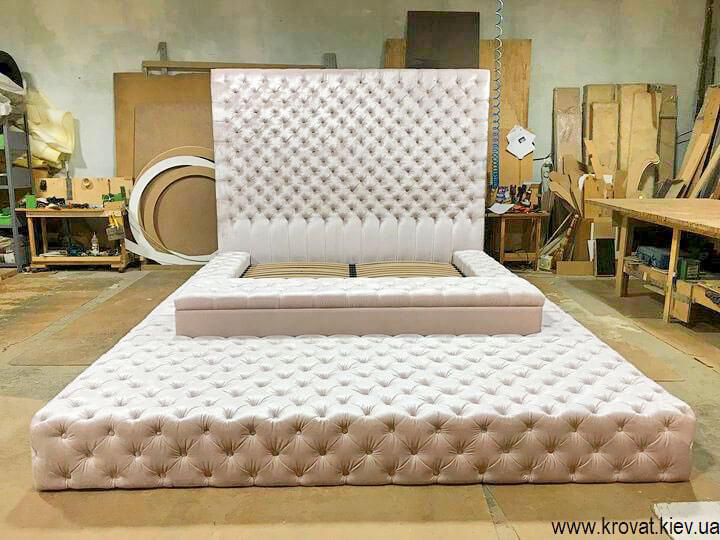 двуспальная кровать с пуфом на заказ