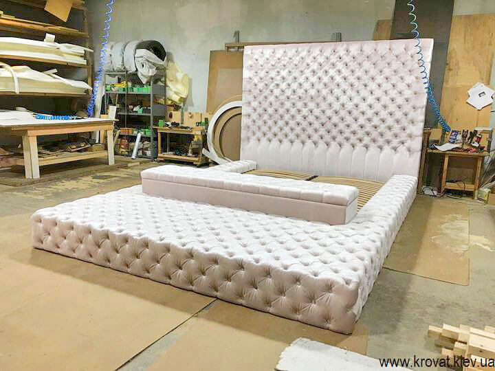 двуспальная кровать с подиумом на заказ