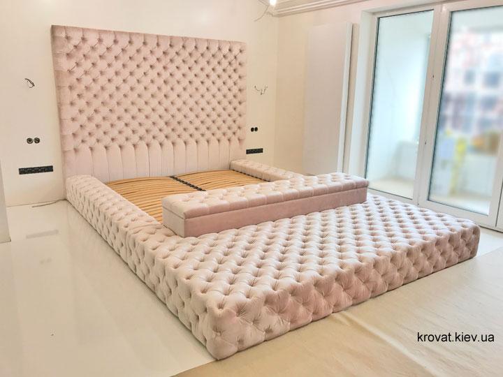 большая кровать в спальню на заказ