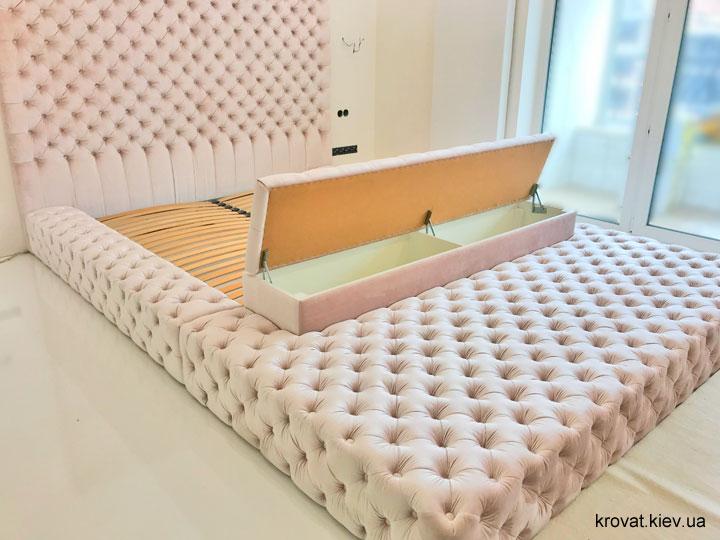 большая кровать с пуфом  на заказ