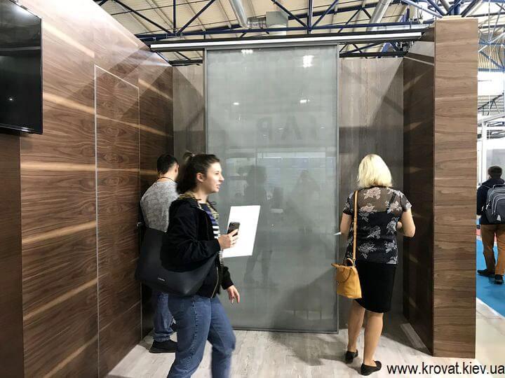 подвесные двери без нижней рельсы