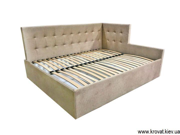 кровать с обрезанной спинкой
