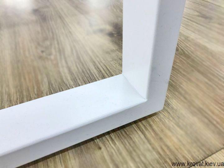 столи з металевими ніжками