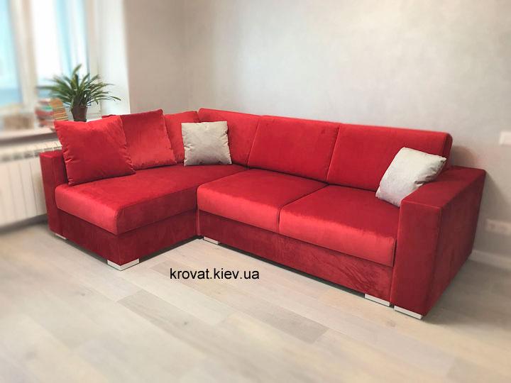 красный угловой диван в интерьере квартиры на заказ
