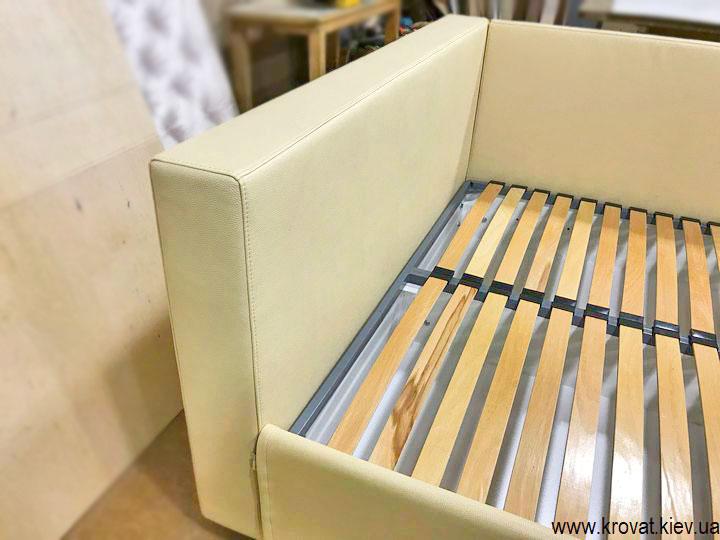 ліжко в кожзамі виробник італія