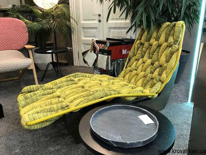 нестандартная мебель на мебельной выставке