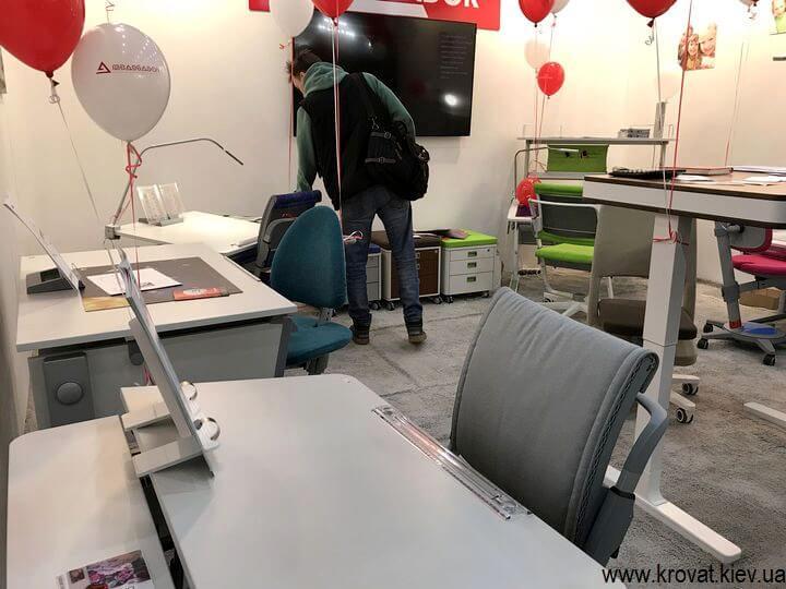 мебель для школьника на выставке