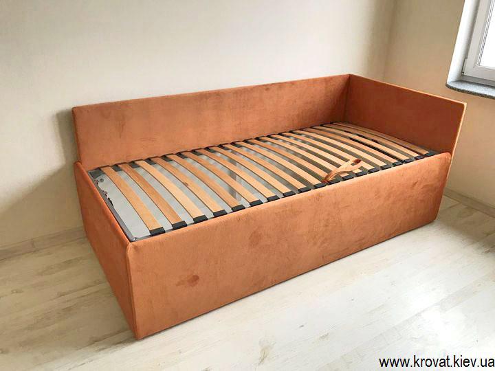 одноместная кровать с высоким подиумом на заказ