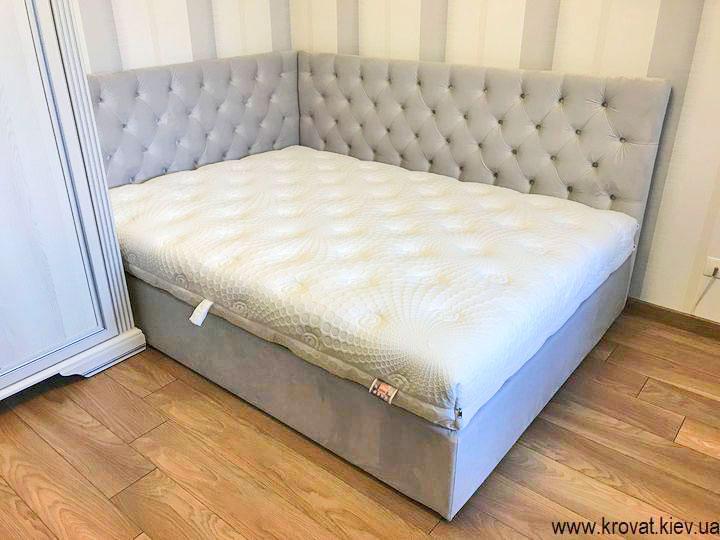 ліжко 140х190 для дівчинки в інтер'єрі спальні