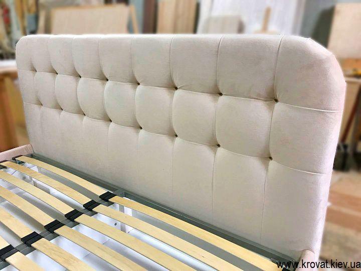 мягкая кровать с высокими ножками на заказ