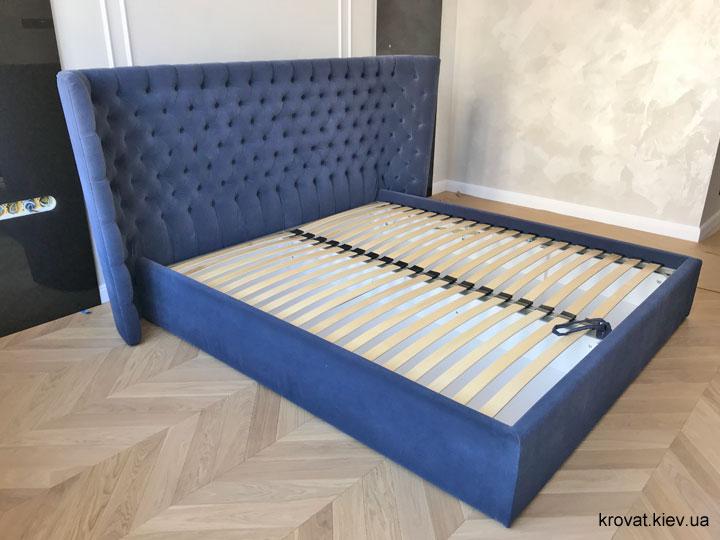 ліжко з напівкруглим узголів'ям в інтер'єрі спальні