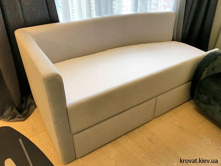 ліжко з висувними ящиками в інтер'єрі спальні