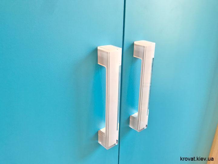 белые мебельные ручки ferro fiori из пластика для шкафа