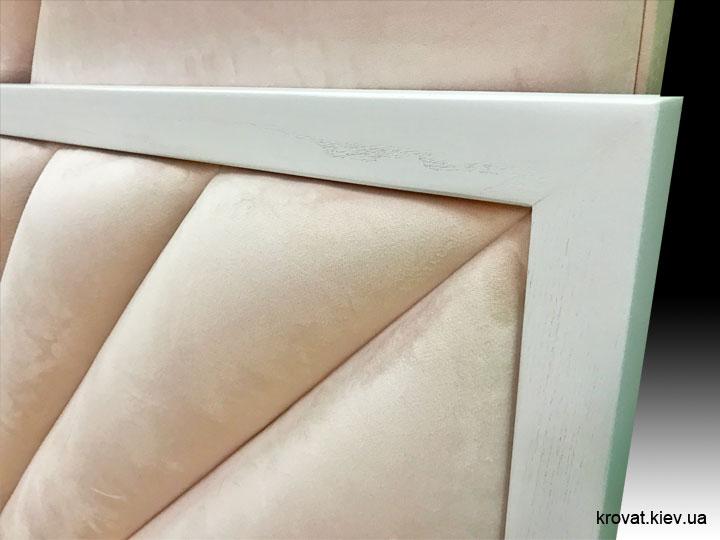 кровать с обрамлением из дерева на заказ
