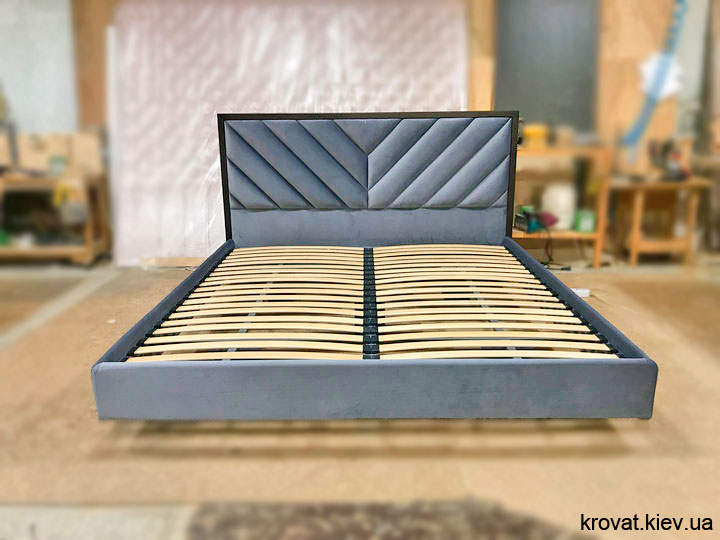 кровать парит в воздухе