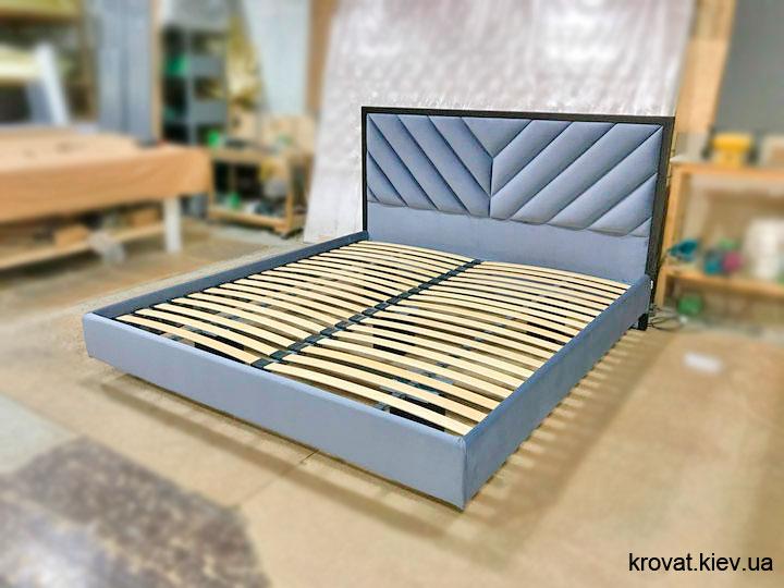 парящая кровать в воздухе