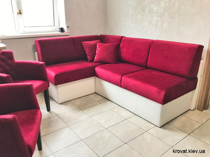 угловой диван на кухню в интерьере