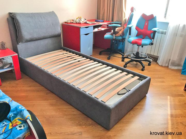 односпальне ліжко з м'яким узголів'ям