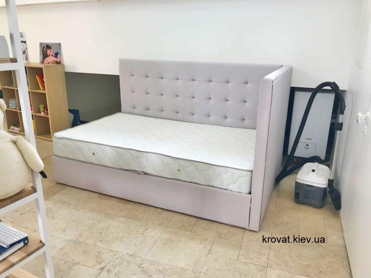 полуторная кровать с боковой спинкой