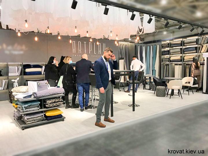 фото з виставки меблів 2021