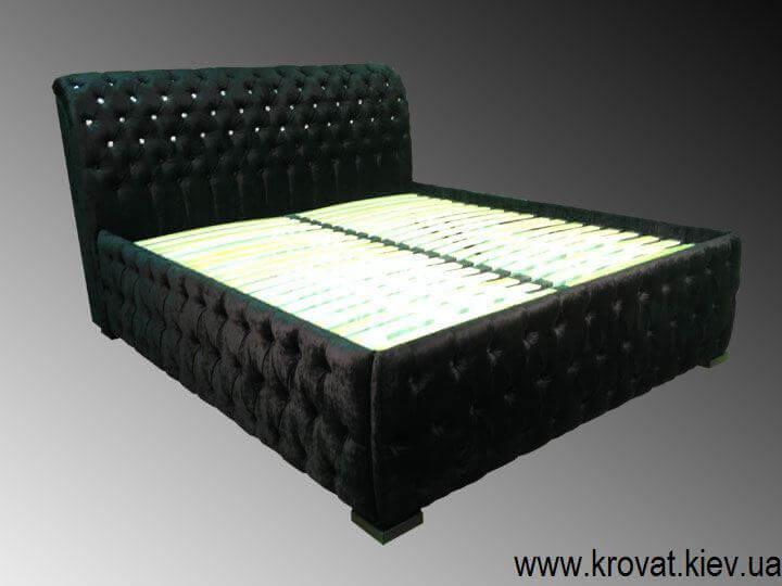 дорогая кровать с каретной стяжкой
