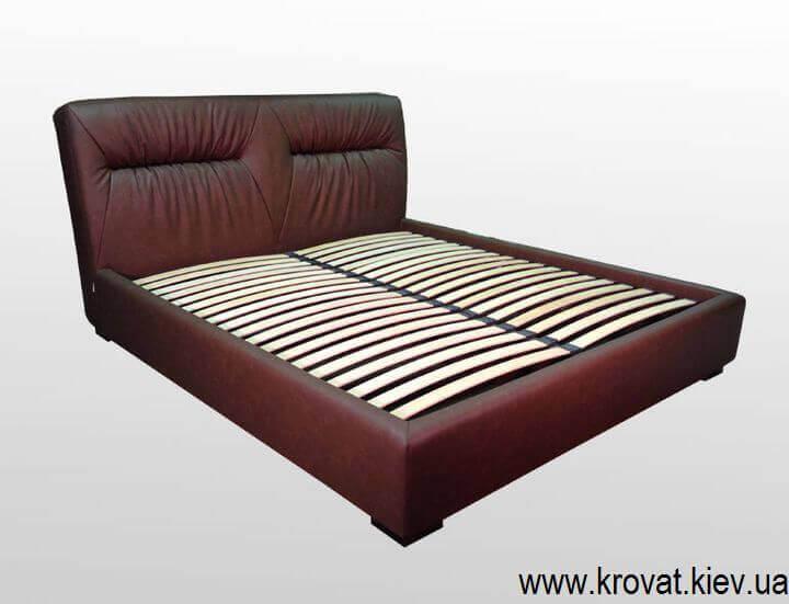 дорогая кровать с мягким изголовьем