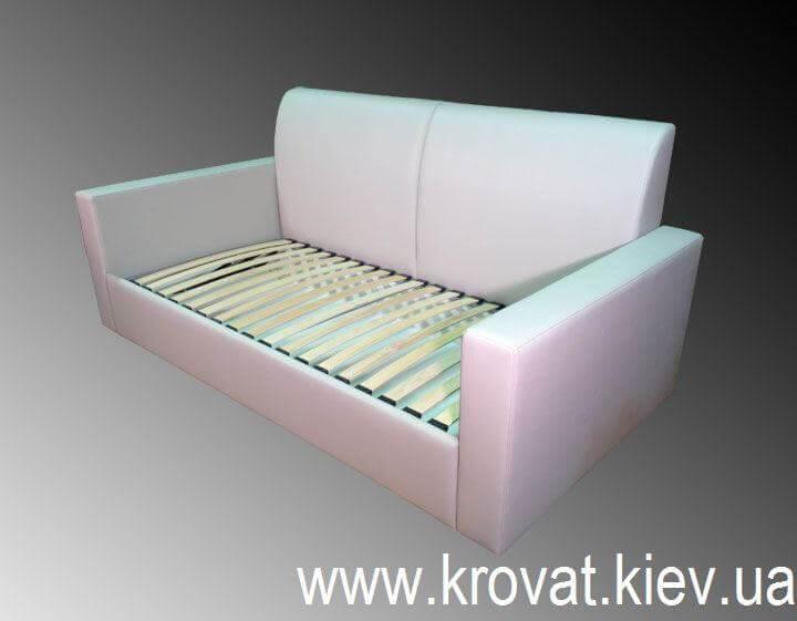 прямой диван с ортопедическим матрасом