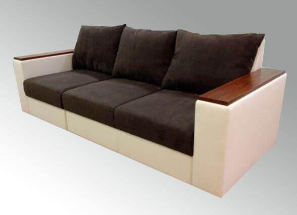 прямой диван с накладками на подлокотниках